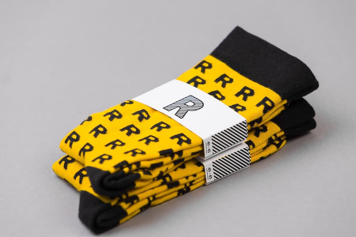 żółte skarpety czarne R