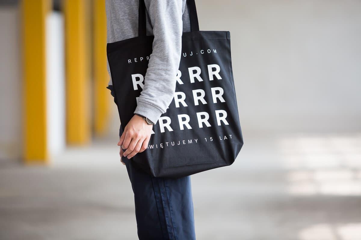 torba czarna z materiału na ramiączkach sklep